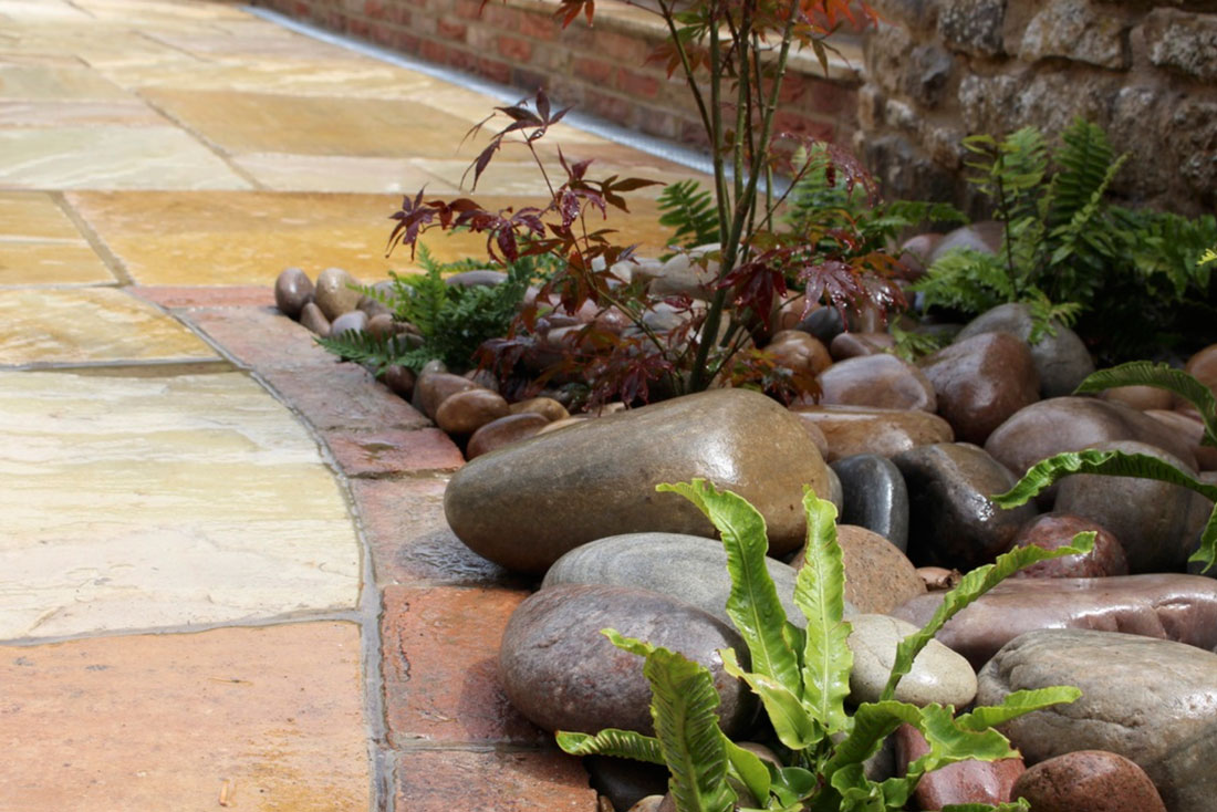Landscaping Bicester pebble planter & patio
